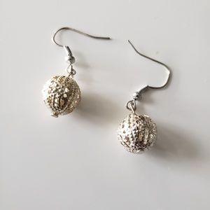 VINTAGE  ☆ Silver Ball Earrings, CUTE!